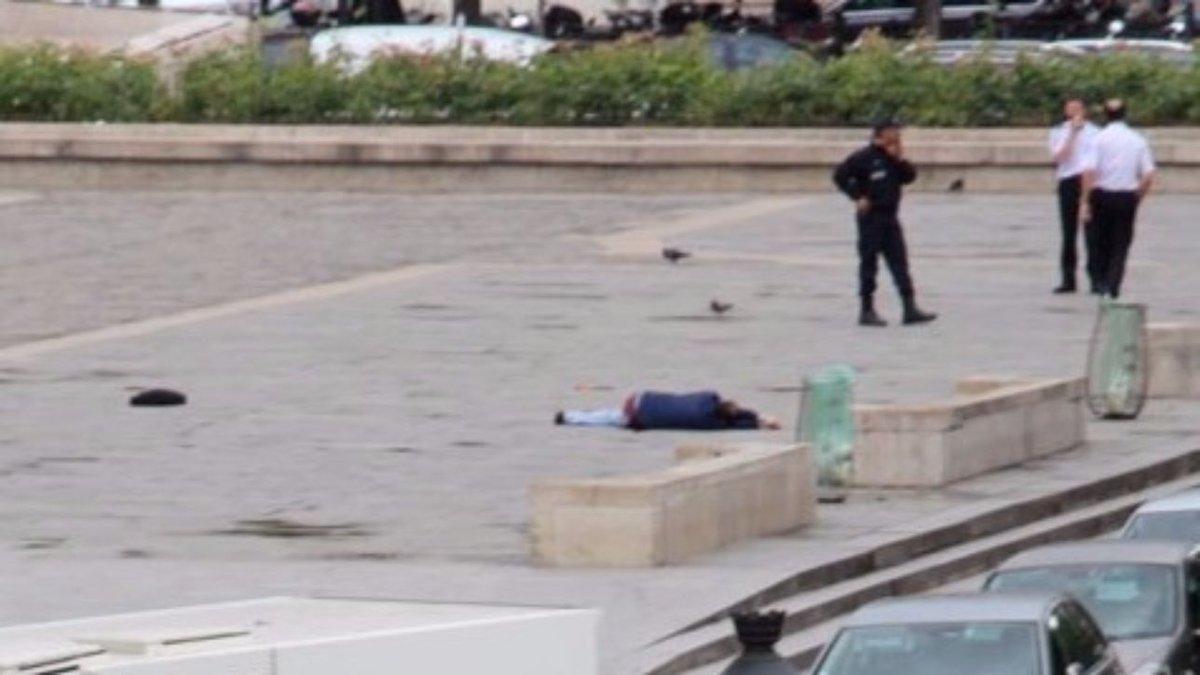Le policier attaqué à Notre-Dame se confie —