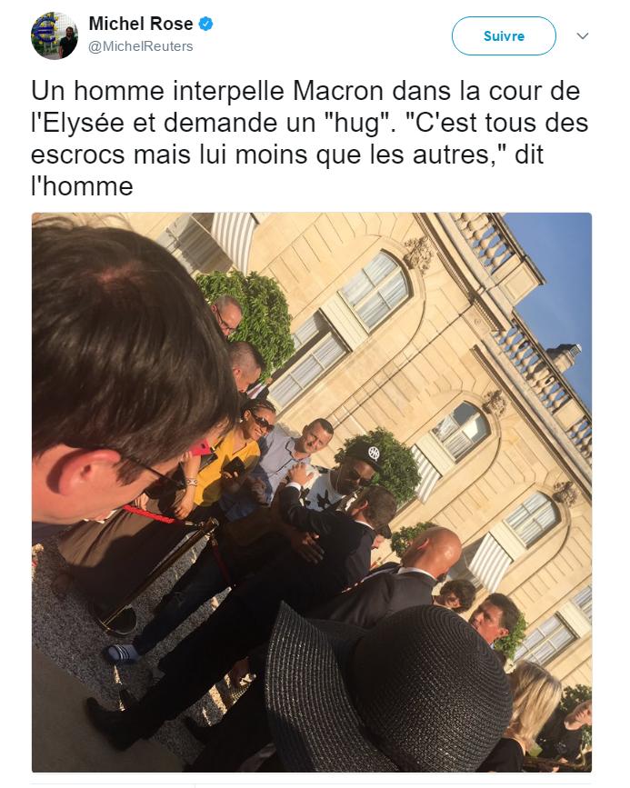 Emmanuel Macron pris à parti par un inconnu —