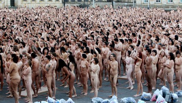 Vraies personnes posant nues