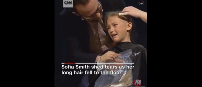 Une jeune fille de 9 ans bouleverse les internautes en se rasant la tête en solidarité avec son petit frère atteint d'un cancer