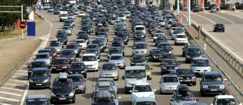 Canicule et départ en vacances : Comment supporter la chaleur en voiture ?