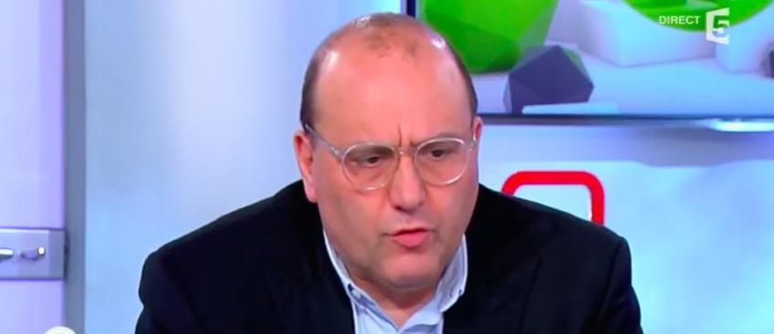Julien Dray menace de «mettre son poing dans la face» du chef de cabinet de Stéphane Le Foll
