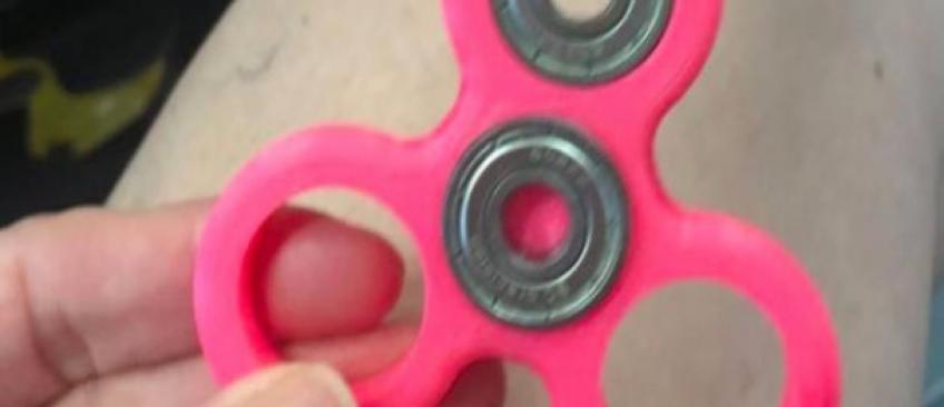 """Attention danger: Une fillette de 10 ans opérée en urgence à cause de sa toupie """"hand spinner""""!"""