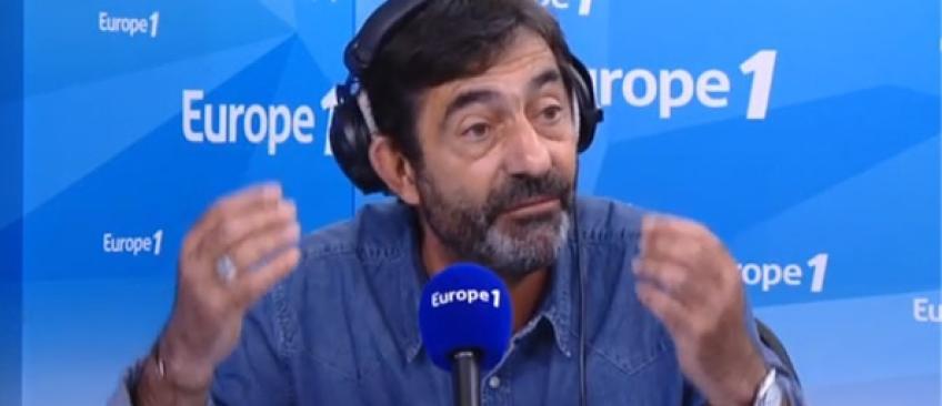 """Le coup de gueule en direct d'un journaliste d'Europe 1 contre Yves Calvi: """"Il restera une petite voix de RTL !"""" - Ecoutez"""