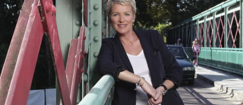 EXCLU - Elise Lucet présentera deux fois par mois un magazine d'info de 3h en prime sur France 2