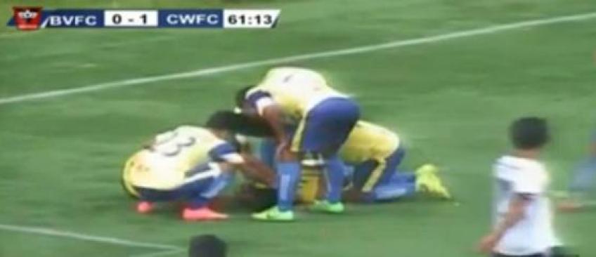 Un footballeur se tue en direct à la télé en célébrant le but qu'il vient de marquer
