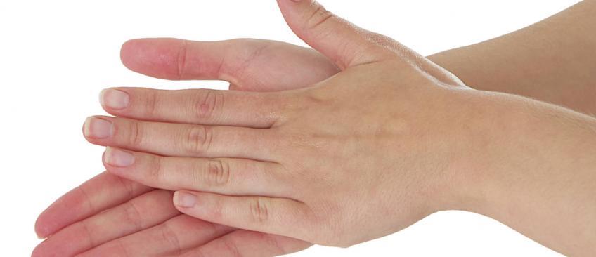 Coronavirus - Le gel hydroalcoolique utilisé pour se désinfecter les mains est-il dangereux ? Des médecins mettent en garde contre une utilisation excessive