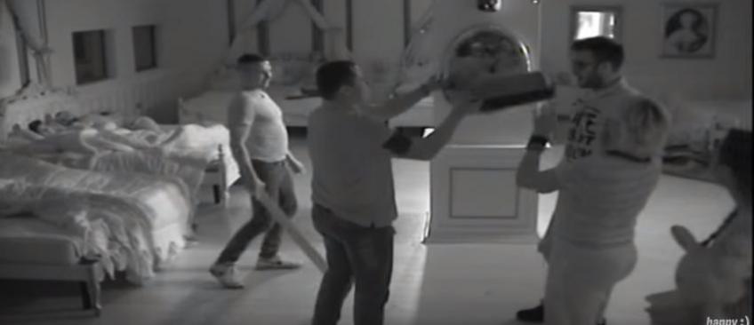 Un ancien candidat de Secret Story, Zelko, frappé et retenu prisonnier dans une télé-réalité Serbe - La vidéo choc !