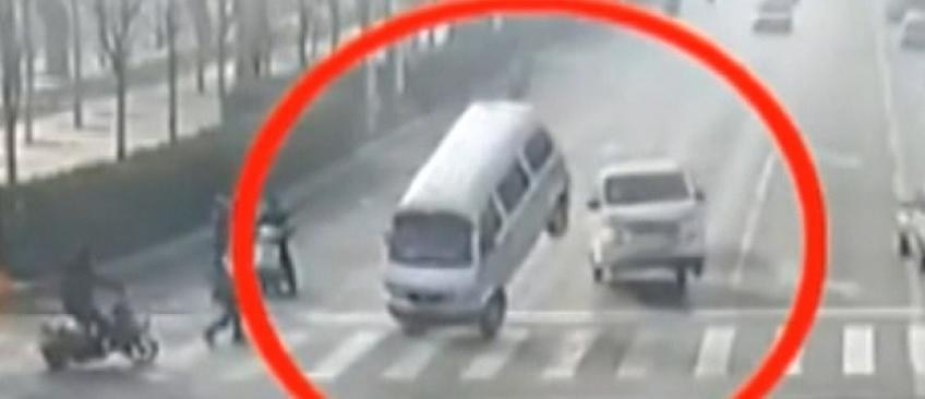 Une vidéo montrant des voitures soudain en lévitation en Chine affole les internautes ! Mais on a la réponse...