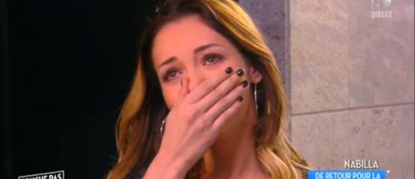 """Nabilla, en larmes, a fait son retour, hier soir, dans """"Touche pas à mon poste"""" pour la première fois - Regardez"""