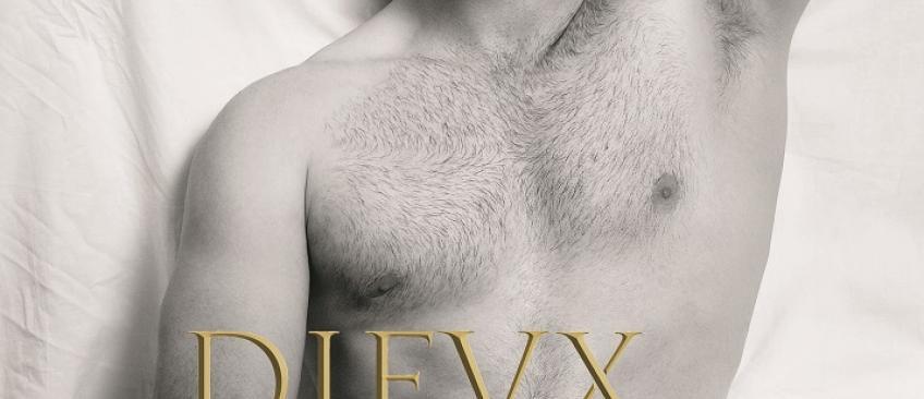 """Les """"Dieux du stade"""" présentent la couverture de leur nouveau calendrier Version 2015 - Regardez"""