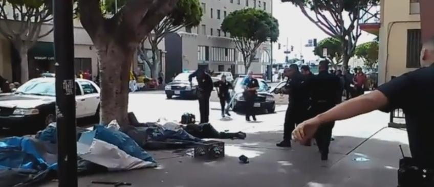 La vidéo de policiers tuant un sans-abri dans une rue de Los Angeles déclenche une vive polémique - Regardez