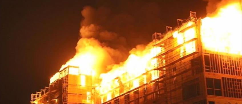 """Oakland (Californie) - Certaines victimes de l'incendie qui a fait 36 morts ont envoyé des SMS: """"Maman, je suis en train de mourir"""""""