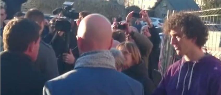 """Manuel Valls va rencontrer l'homme qui l'a giflé pour """"comprendre"""""""