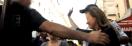 Regardez la vidéo de l'intervention de la police pour dégager Valérie Trierweiler en plein Paris