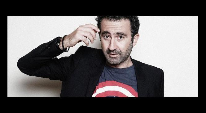 Front National: Mathieu Madénian, interdit à St Raphaël, organise un spectacle gratuit à quelques kilomètres