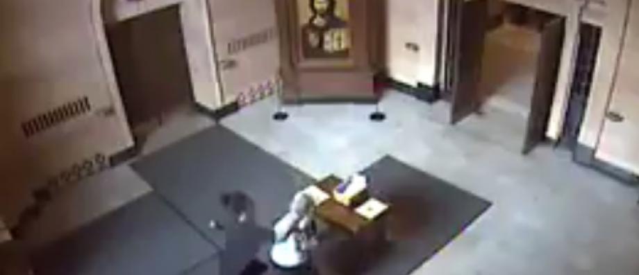 Ne vous faites pas avoir ! Cette vidéo qui montre une agression a en réalité deux ans...