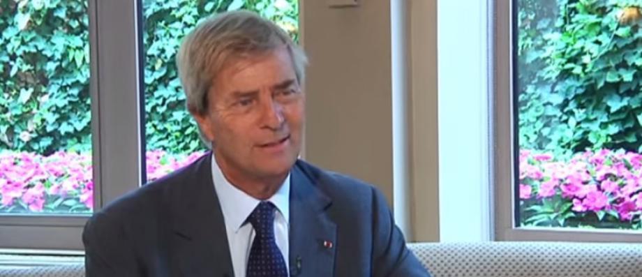 Vincent Bolloré annonce qu'il quitte la présidence du conseil de surveillance de Vivendi et propose que son fils Yannick prenne sa place