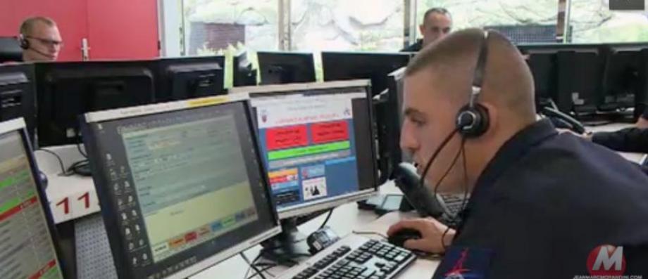 Voici les appels insolites que reçoivent tous les jours les pompiers sur la ligne d'urgence - Regardez