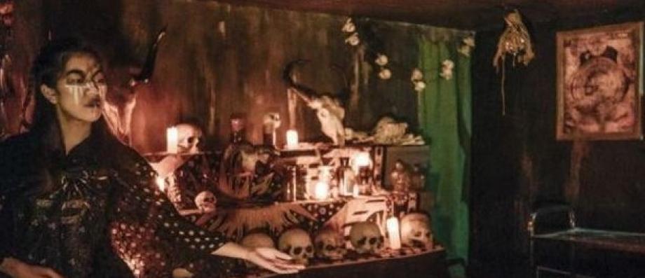 http://www.jeanmarcmorandini.com/article-372880-hong-kong-un-jeune-chinois-meurt-dans-une-attraction-baptisee-enterre-vivant.html