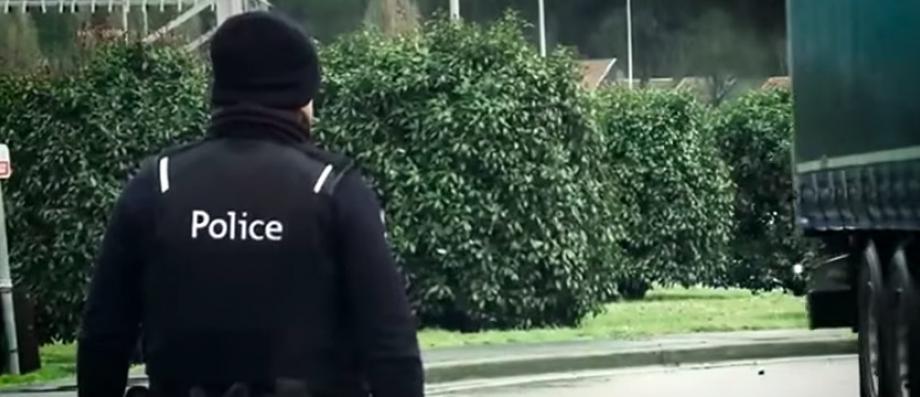 Belgique: La police a tiré hier soir sur un homme qui se promenait avec un couteau et une arme à feu autour de la gare d'Alost