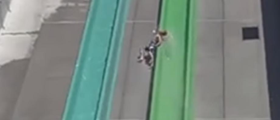 Accident aux Etats-Unis: Un garçon de 10 ans chute d'un toboggan dans un parc aquatique en Californie - VIDEO