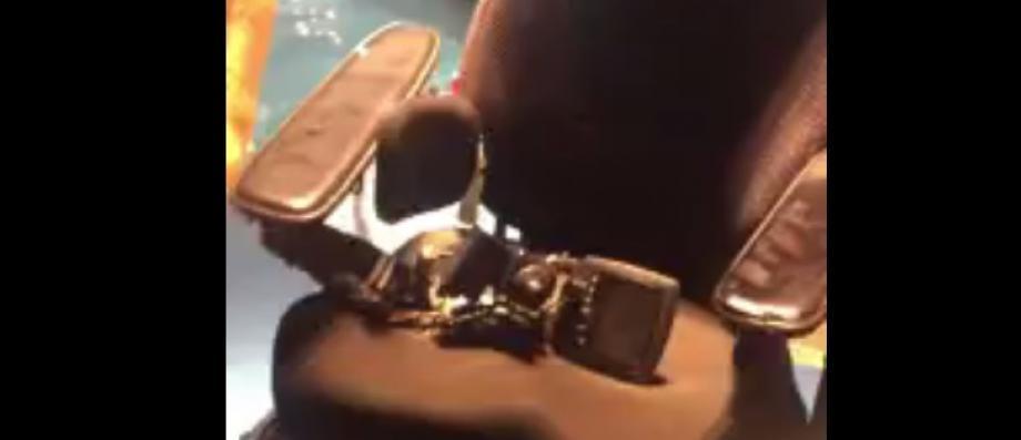 La compagnie United Airlines accusée d'avoir détruit le fauteuil d'un jeune handicapé Français d'une valeur de 37.000 euros - Regardez