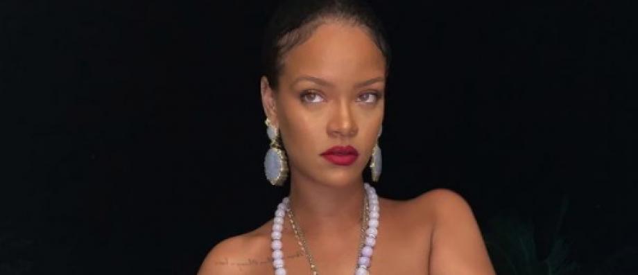 Voici la photo qui fait scandale en Inde avec Rihanna qui pose seins nus pour une publicité de lingerie, a... - Le Blog de Jean-Marc Morandini