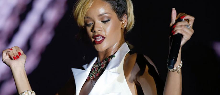 qui a fait Rihanna datant maintenant rencontres TDAH fille