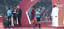 """Un cheikh a-t-il vraiment refusé de saluer des femmes arbitres après un match de foot? Le Qatar répond et plaide un """"malentendu"""" - VIDEO"""