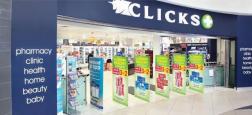 """Une chaîne sud-africaine de pharmacies a présenté ses excuses après avoir déchaîné une vague d'indignation en affichant décrivant les cheveux des Noirs """"ternes"""" et ceux des Blancs """"normaux"""""""