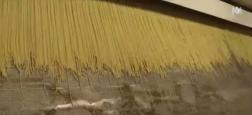 """Comment sont fabriqués les célèbres spaghettis """"Barilla"""" ? Les caméras d'M6 ont pu filmer l'impressionnante machine à pâtes ! - Regardez"""