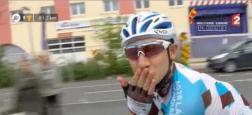 Tour de France : Lors de la dernière étape, le coureur français Cyril Gautier demande sa compagne en mariage! - Regardez