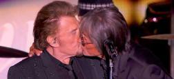 """En direct sur TF1, en plein concert des """"Vieilles Canailles"""", Jacques Dutronc embrasse Johnny Hallyday sur la bouche !"""