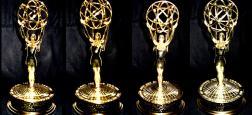 """Les comédiens Colin Jost et Michael Che, scénaristes de l'émission culte """"Saturday Night Live"""", seront les prochains maîtres de cérémonie des Emmy Awards"""