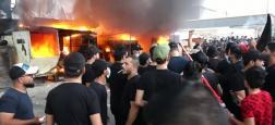 Une foule a pris d'assaut et mis le feu lundi à une chaîne de télévision irakienne, accusant ce média d'avoir diffusé un programme festif un jour du deuil