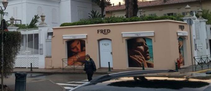 5597db1de9e6 La bijouterie du joaillier Fred a été cambriolée dans la nuit du 25 au 26  décembre en plein centre-ville de Saint-Tropez près de la place des Lices