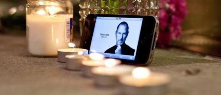 b3d50388f48 Apple rend hommage à son ex-patron Steve Jobs un an après sa mort