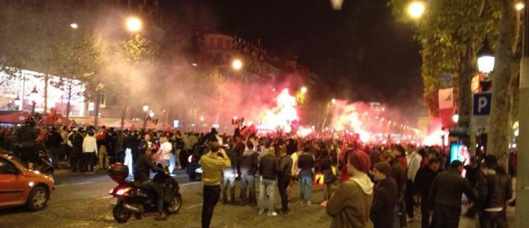 Victoire du PSG  Incidents cette nuit sur les Champs-Elysées - Les vitrines  du magasin Vuitton brisées et charges des CRS 78958315282