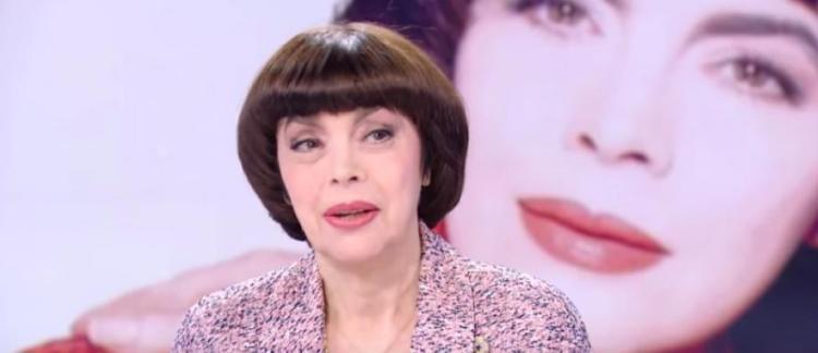 La Chanteuse Française Mireille Mathieu A Reçu Le Titre De Docteur