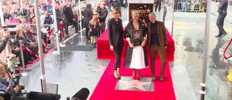 La Chanteuse Pop Pink A Inauguré Son étoile Sur Le Fameux