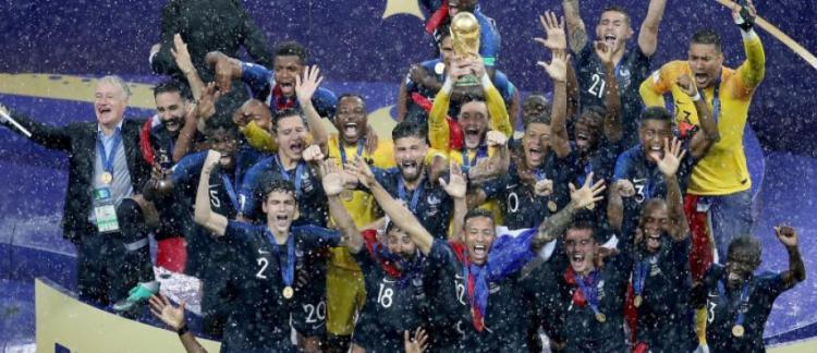 Audience la remise de la coupe du monde aux bleus suivie par plus de 18 1 millions de - Audience finale coupe du monde ...