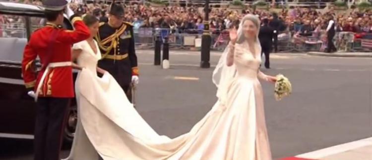 3b639b462c9 La marque Alexander McQueen accusée de plagiat pour la robe de mariée de Kate  Middleton