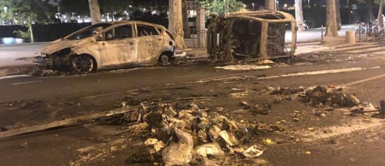 """Résultat de recherche d'images pour """"voitures brulées lyon algériens foot"""""""