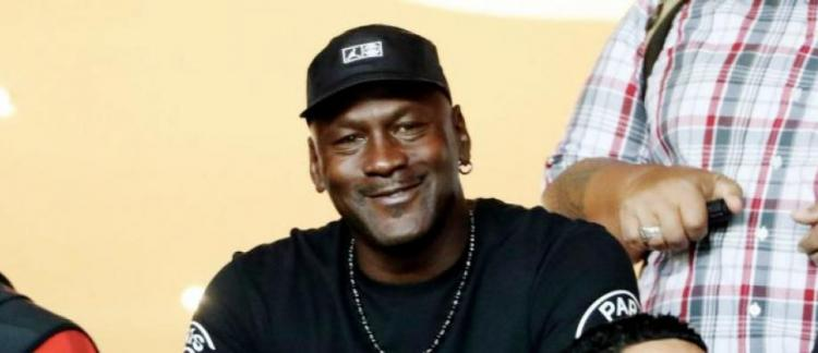 énorme réduction cbd1f 2af9b Michael Jordan va faire un don d'un million de dollars à des ...