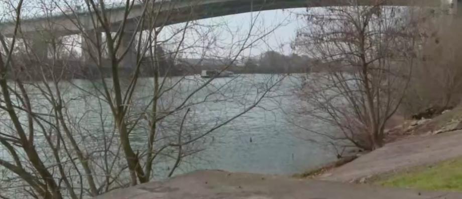 EN DIRECT - Deux adolescents interpellés à Argenteuil après la découverte du corps d'une jeune fille dans la Seine - Un des ados a avoué à sa mère les coups portés et le corps jeté dans l'eau