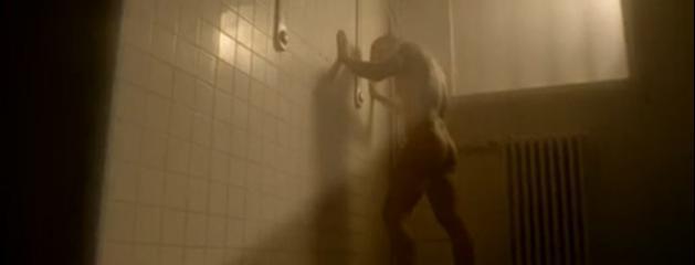 Des hommes nus sous la douche - bloggay-naturistescom