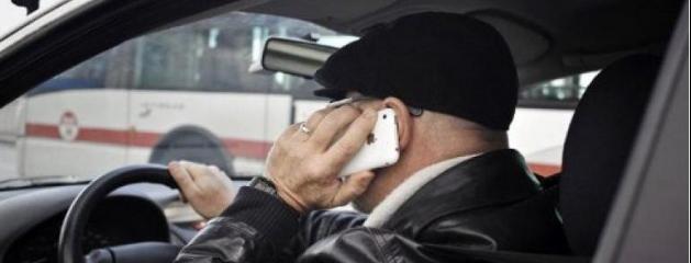 l 39 usage du t l phone portable au volant en hausse notamment chez les plus jeunes. Black Bedroom Furniture Sets. Home Design Ideas