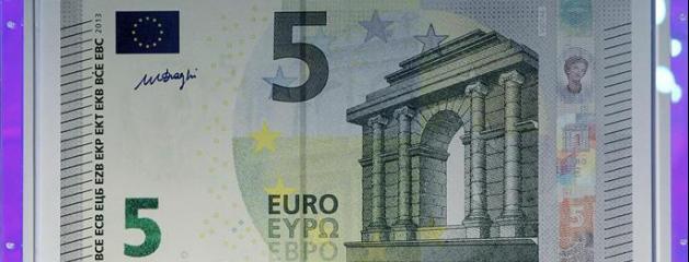 le nouveau billet de 5 euros en circulation partir du 2 mai en france. Black Bedroom Furniture Sets. Home Design Ideas